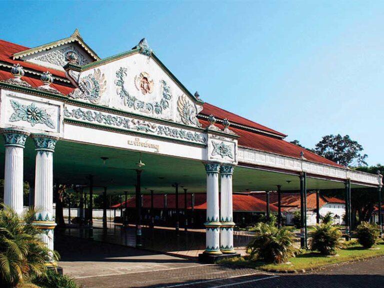 The best attraction Hotel in Jogja, Keraton Yogjakarta (The Royal Palace)